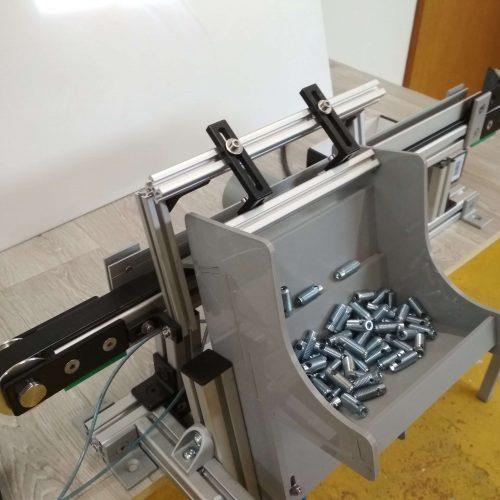 Step feeder with conveyor 2